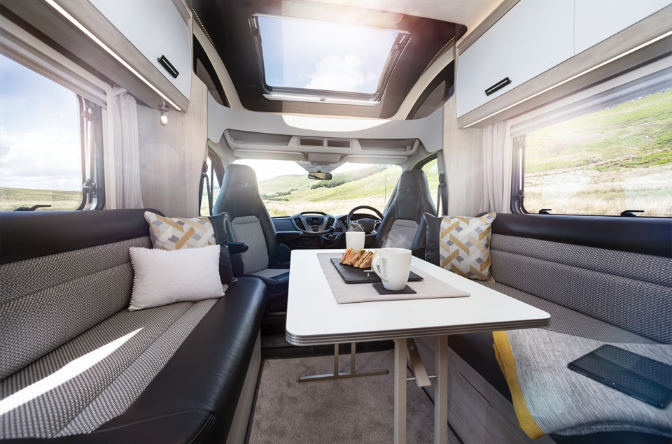 2020 tribute coachbuilt dinette2