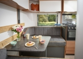 12 Discovery D4 3 Dinette5